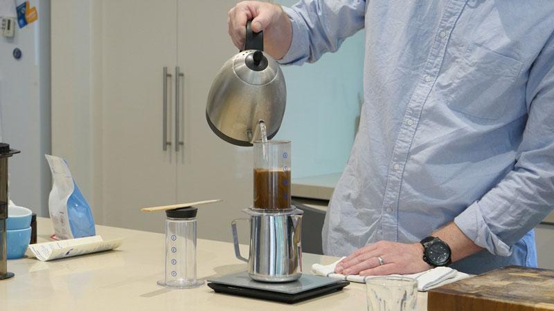 aeropressmovie-04-making-aeropress-coffee-web